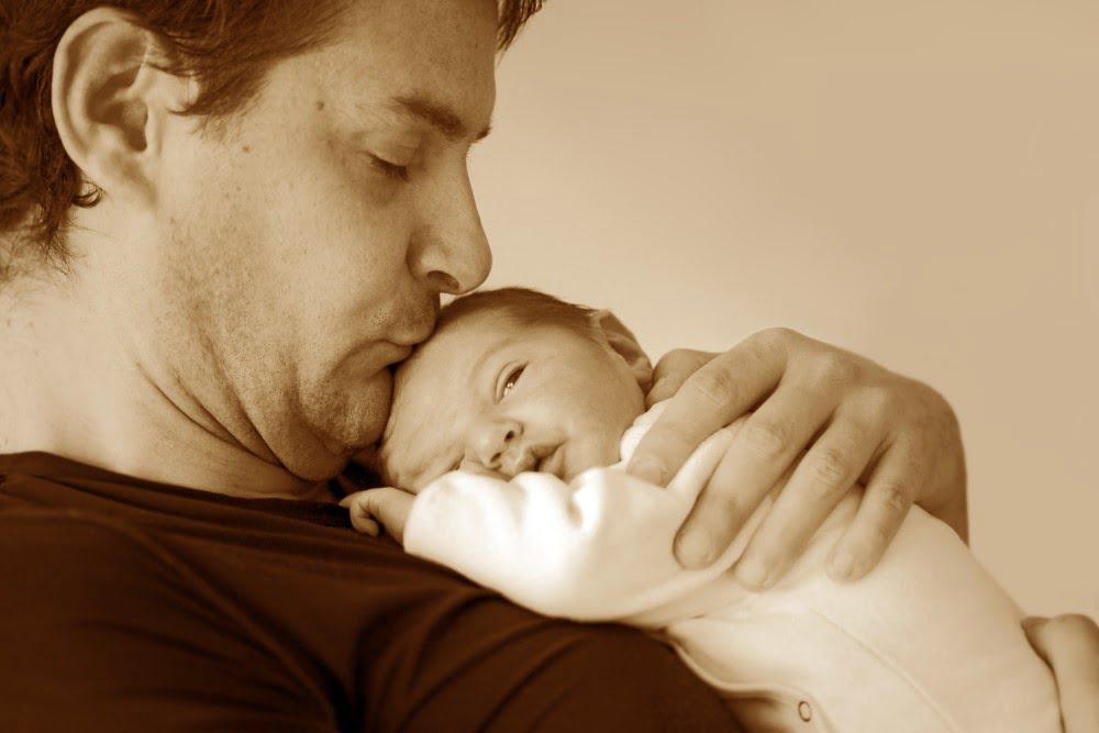 Nybagt far med baby