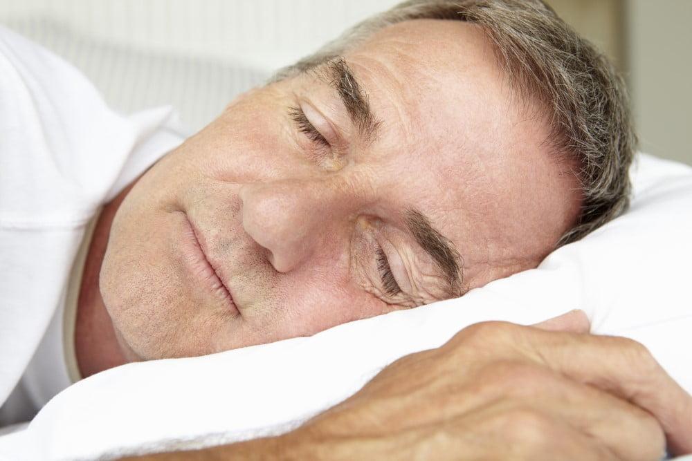 Træt mand der sover