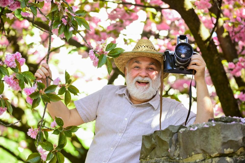 Ældre mand med kamera
